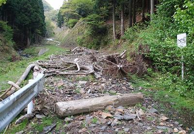 荒谷林道の土砂崩れ