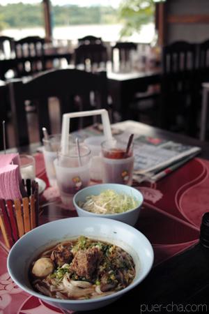 メコン川とレストラン