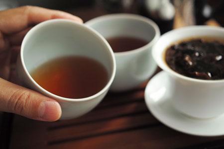 易武山刮風寨陳香餅05年プーアル茶