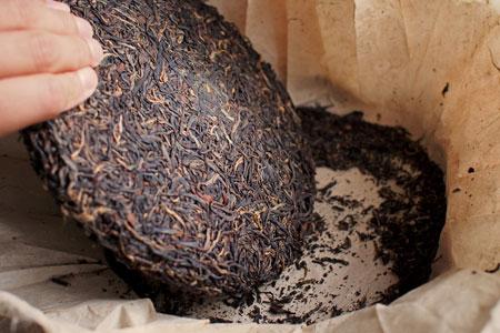 巴達古樹紅餅2010年紅茶プーアル茶