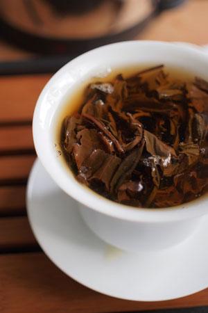 紫大益7542青餅00年プーアル茶