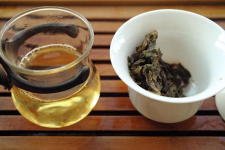漫撒古樹青餅2013年・緑印プーアル茶