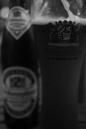 ビールを飲んで羊肉串