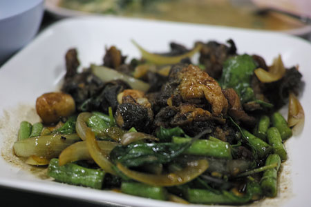 蛙と香菜の炒め物
