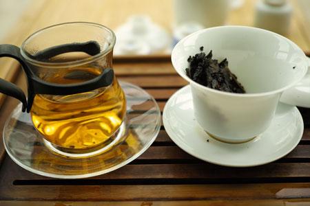 生茶のプーアル茶飲み比べ