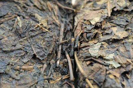 昆明老方磚92年プーアル茶と沈香黄片老茶磚80年代プーアル茶