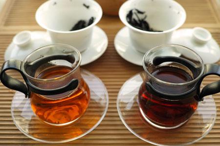 大益銷台A熟茶磚96年と中茶牌7581雷射磚02