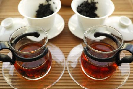 大益銷台A熟茶磚96年と7581荷香茶磚97年