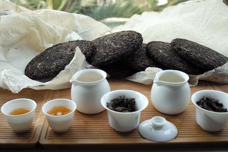 易武古樹青餅2010年プーアル茶