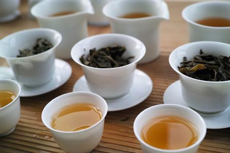 易武山のプーアル茶飲み比べ