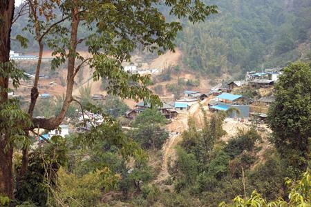 那カの山奥にメーカーの製茶場が建設中