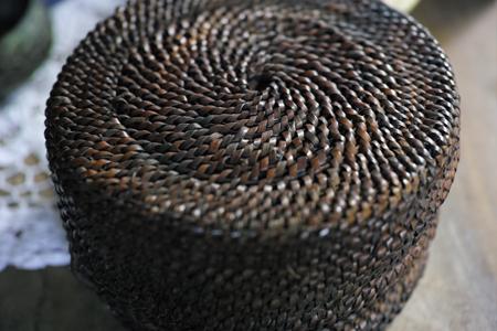 ミャンマーの籐編みの入れ物