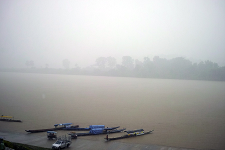 メコン川の雨