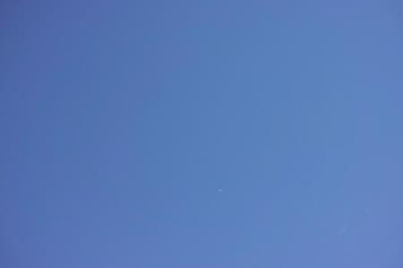 青空と三日月