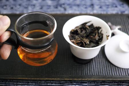 易武天龍餅06年プーアル茶