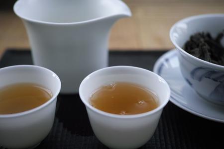 越境野生青餅2010年プーアル茶