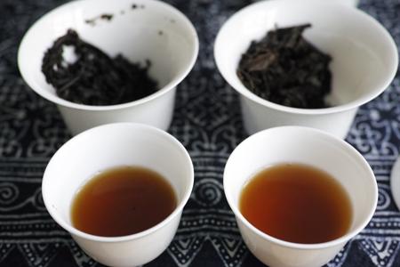 7582大葉青餅70年代プーアル茶と7581五輪金花青磚91年プーアル茶