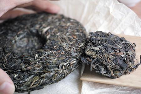 易武老街青餅2014年プーアル茶と瑶郷古樹青餅2014年プーアル茶