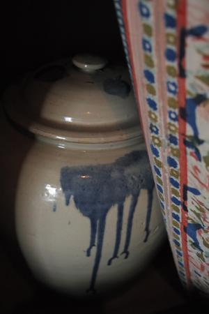 壷で熟成中のプーアル茶