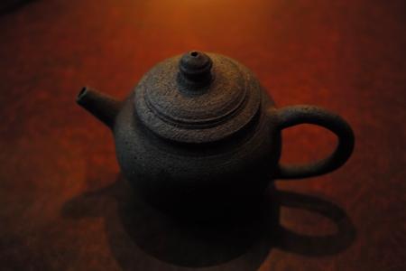 市川孝さんの茶壺