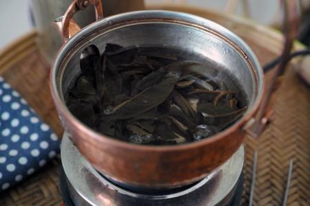 茶葉を煮だす