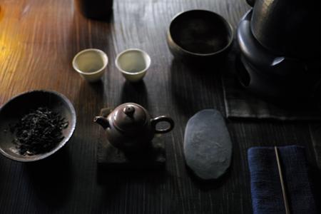 銅のヤカンとお茶