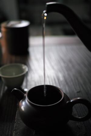 銅のヤカンの湯の注ぎ