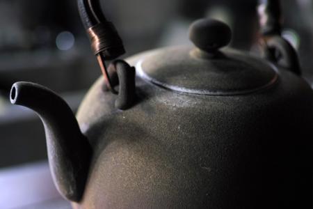 陶器のヤカン