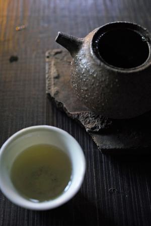 チェコ土の茶壺とプーアール茶