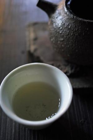 日本土のヤカンとプーアール茶