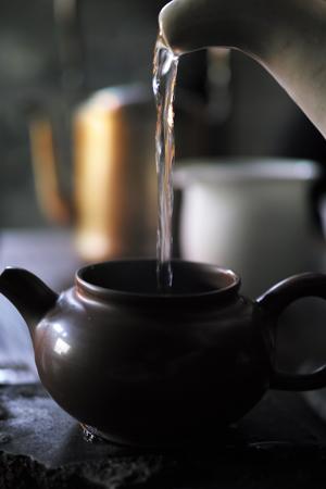 日本土のヤカンと紫砂の茶壺