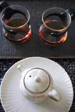 チェコ土の茶壺一煎め