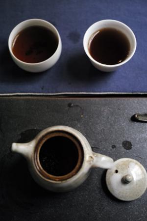 茶学人を見ない
