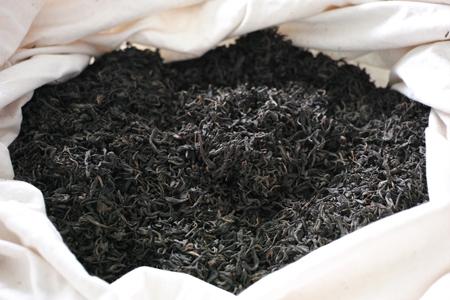 渥堆発酵失敗の茶葉1
