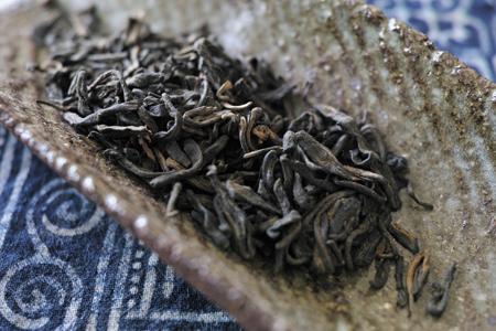 熟茶のようになった茶葉