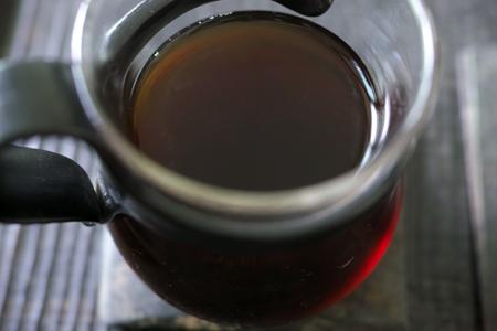 温州人の易武古樹熟茶泡茶2