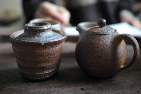 シュッとした宝瓶とマルイ茶壺