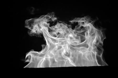 煙突から吹き上がる炎