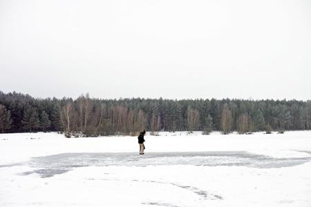 池の上を歩く