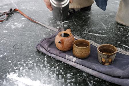 氷の上でお茶