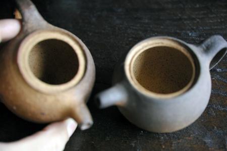 チェコ土の茶壺2つ