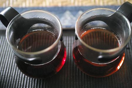 炭火のお茶とガスコンロのお茶