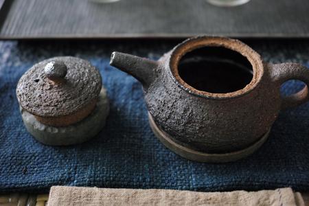 チェコ土の茶壺