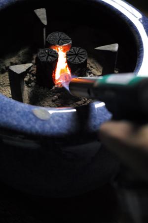 ガスバーナーと炭火