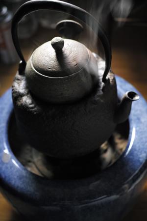 茶葉を温めて乾燥させる