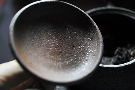 茶葉から出る水分