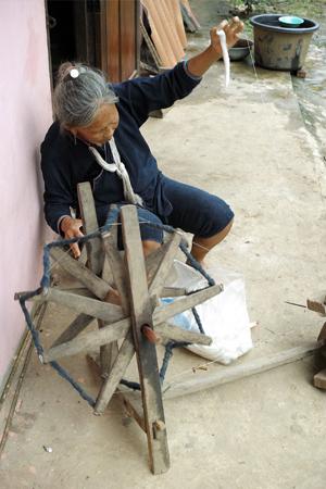 ラオス糸を紡ぐ