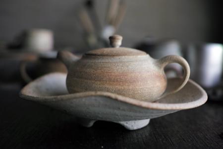 チェコ土の茶壺と皿