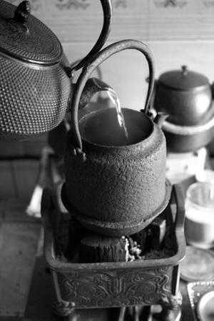 鉄瓶に鉄瓶の湯