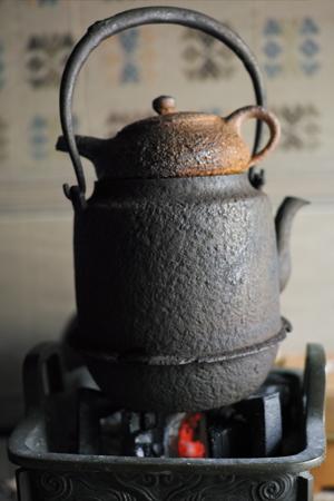 鉄瓶と茶壺